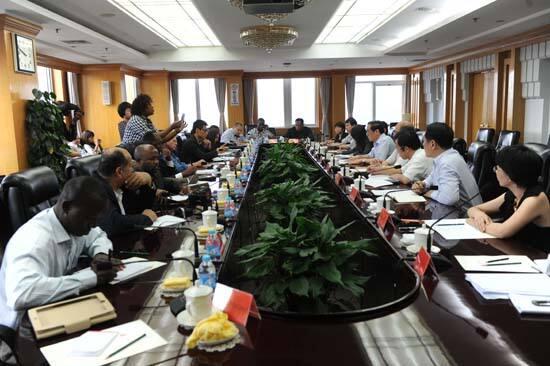 人民日报社总编辑吴恒权在报社会见了非洲主流媒体考察团一行