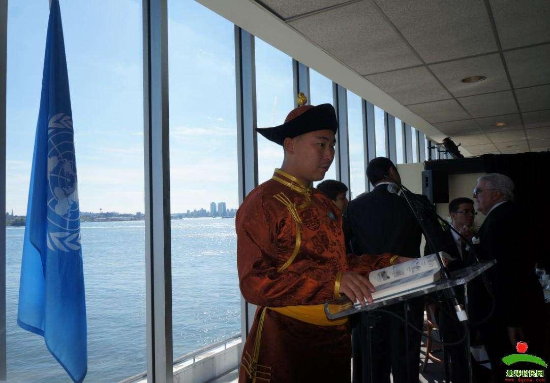中国蒙医学专家阿南达应邀出席联合国人居会议 (1)