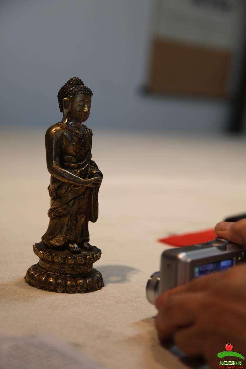 顶级鉴宝专家聚会青城 收藏者纷纷端出宝物