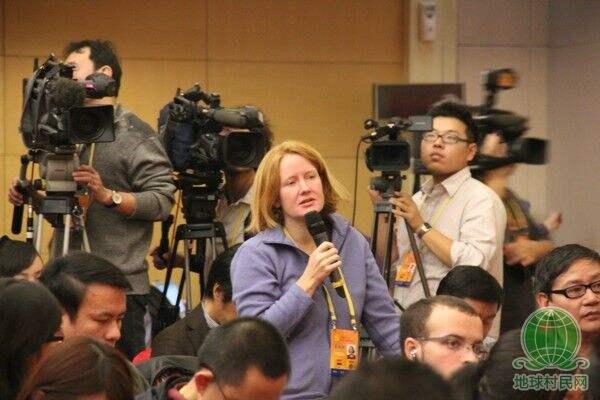 外国记者采访十八大