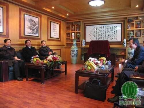 内蒙古自治区领导到人民日报记者站慰问(图)