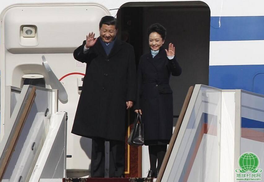 习近平携夫人彭丽媛抵达莫斯科开始访问俄罗斯