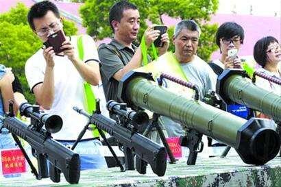 驻上海部队军营首次大规模向社会民众开放(图)