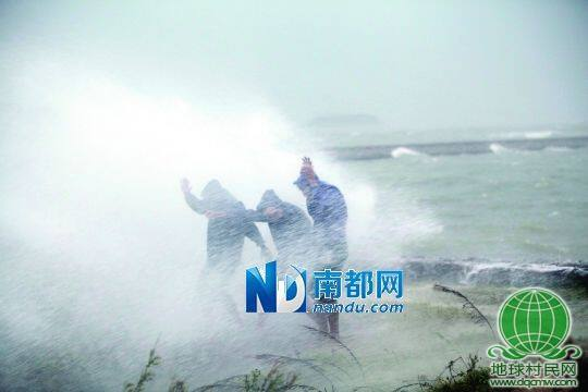 """台风""""天兔""""登陆引海水倒灌 汕头老城区几乎全淹"""