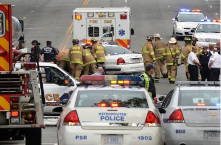 实拍:女子驾车欲闯白宫 与警察枪战后被击毙