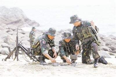 解放军演习:炊事车为做饭提前进场 致大部队被全歼