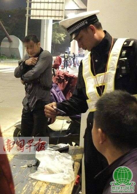 广西:酒驾男子跳江躲交警 上岸后顺利过酒测(图)