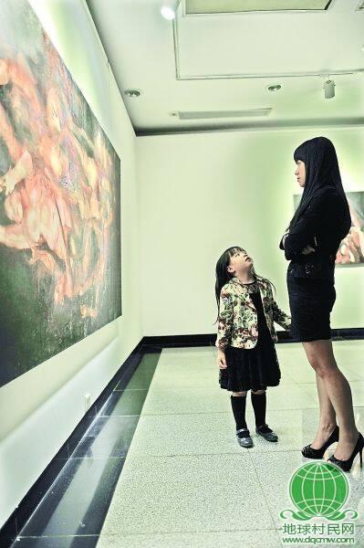 意大利女画家作品武汉展出 观众:口味重 不舒服(图)