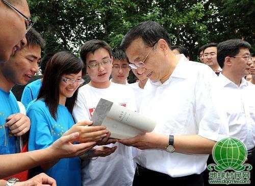 """人物特稿:""""万事民为先""""——记中共中央政治局常委李克强"""