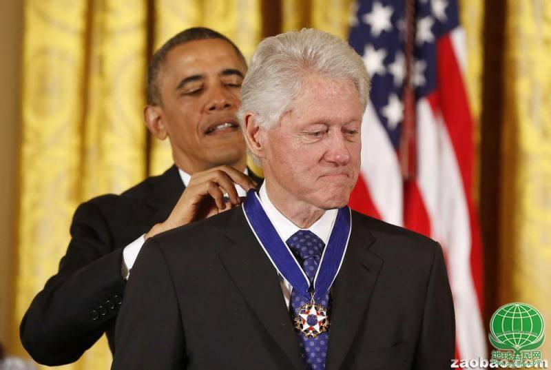 奥巴马向克林顿颁发总统自由勋章