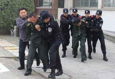 """假军官团伙携""""中央密令""""赴山东劫狱 15人被刑拘"""