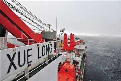 """截至7日18时30分,""""雪龙""""号已冲出重冰区,成功突围,目前航行在清水区。"""
