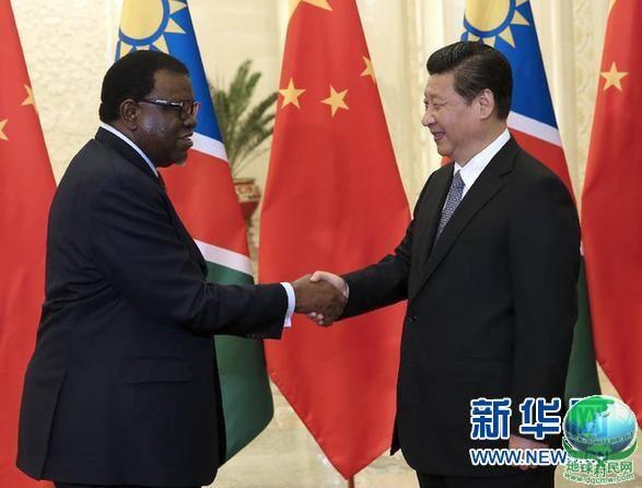 习近平会见纳米比亚总理根哥布