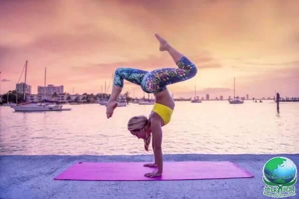 她37岁,一边环球旅行,一边瑜伽