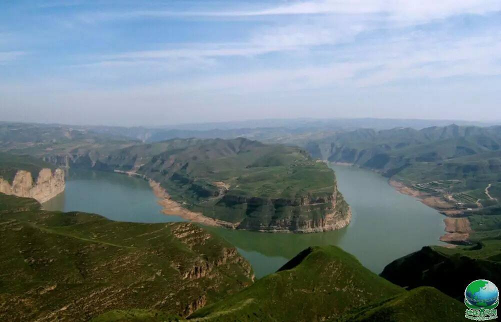 南邻黄河,屹看川峡