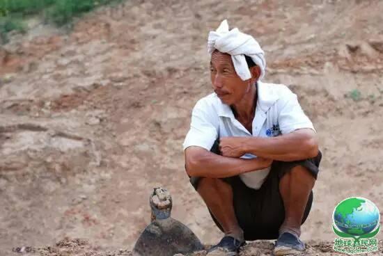 中国农民太聪明,一句话解决垃圾分类世界难题!