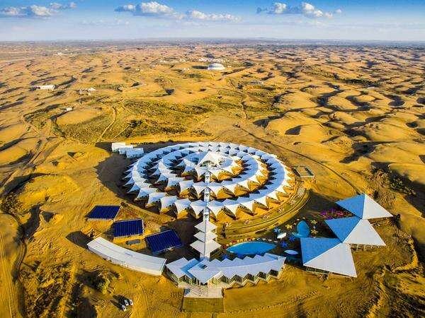 这家外星基地般的酒店,就在鄂尔多斯的沙漠之中