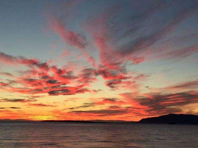 走遍地球村系列报道之一——我在冰岛看日出