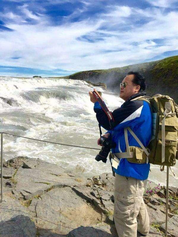 走遍地球村系列报道之二——我在冰岛与火山湖零距离